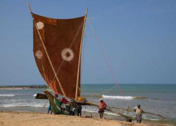 Drachenboot am Strand von Negombo