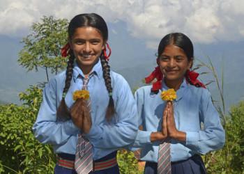 Schulmädchen in Uniform in Astam Kot