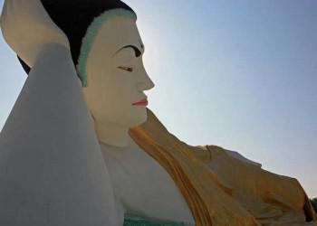 Großer liegender Buddha in Bago