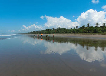Strandwanderung zwischen Pazifik und Regenwald an der Playa Dominical