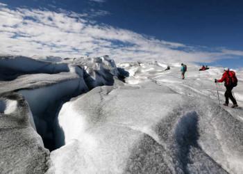 Wandergruppe auf einem Gletscher