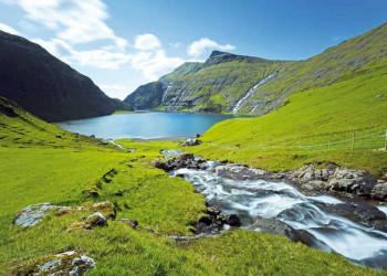 Wasserfälle, Berge und Seen