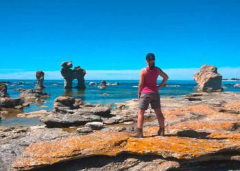 Wanderin bei den Rauken auf Gotland
