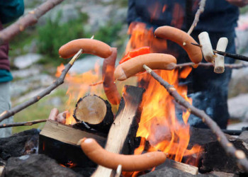 Mittagspause am Lagerfeuer