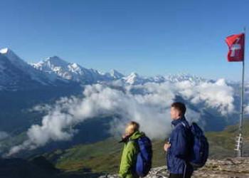 Panoramablick auf die Berner Alpen