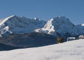 Verschneites Bergpanorama in Montenegro