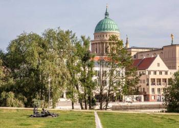 Blick auf die Nikolaikirche in Potsdam
