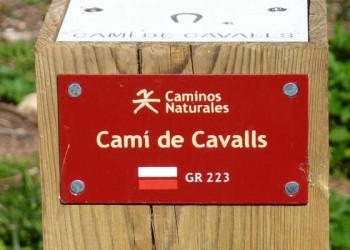 Wegweiser auf dem Camí de Cavalls