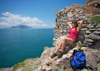 Blick von der Sorrentiner Halbinsel auf Capri