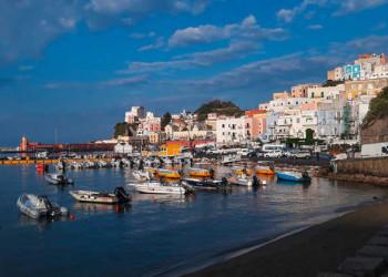 Hafen von Ponza