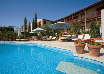 Eveleos Country House, Pool mit Terrasse