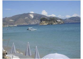 Die kleine Insel Agios Sostis in der Laganas