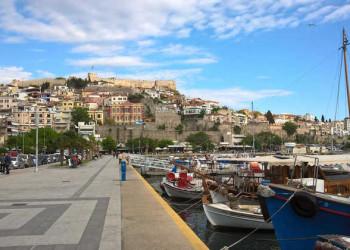 Blick auf den Hafen und die Burg von Kavala