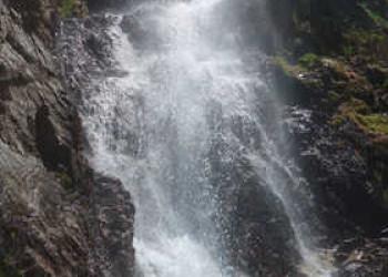 Wasserfall auf dem Weg zum Lac d'Oô
