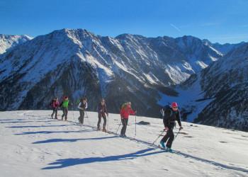 Aufstieg mit Ski im Sellrain