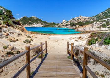 Bucht auf Sardinien   © shutterstock_1433391239