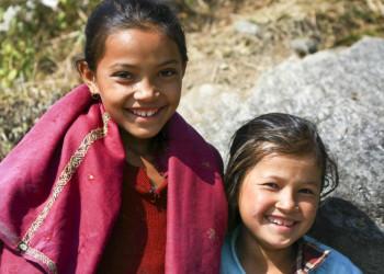 Nepalimädchen am Weg