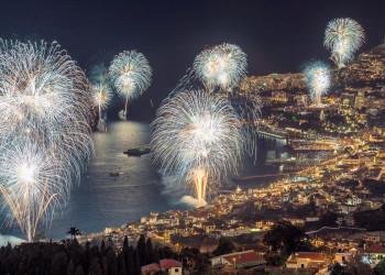 Madeira Feuerwerk Silvester Funchal | © shutterstock_1089033212