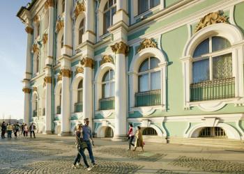 Am Winterpalast in St. Petersburg