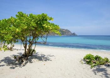 Sand, Meer und Palmen auf der Insel Lombok