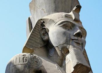 Über allem wacht der Pharao