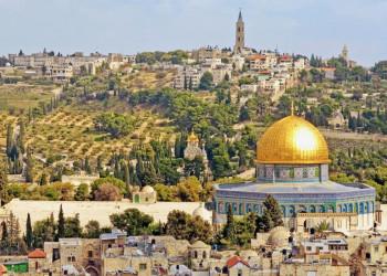 Der Felsendom von Jerusalem mit dem Ölberg im Hintergrund