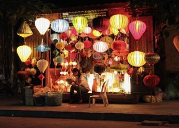 Bunte Lampions in der malerischen Altstadt von Hoi An