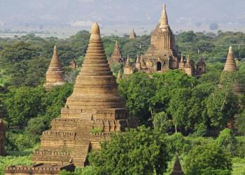 Beeindruckend: die weite Pagodenlandschaft in Bagan