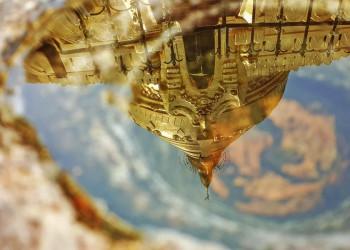 Die sich im Wasser spiegelnde Shwezigon-Pagode in Bagan