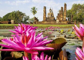 Buddhastatue in der alten Hauptstadt Sukhotai in Thailand