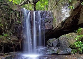 Wasserfall im Dschungel von Kambodscha