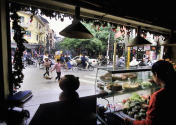 Straßenszene in der vietnamesichen Hauptstadt Hanoi