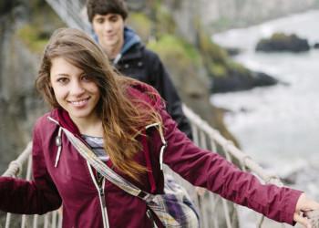 Mit einer Portion Mut über den Abgrund - die Hängebrücke Carrick-a-Rede in Nordirland