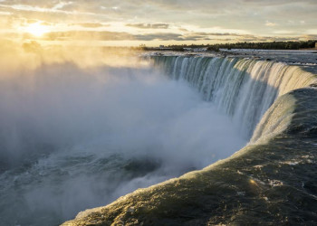 Rauchendes Wasser an den Niagarafällen