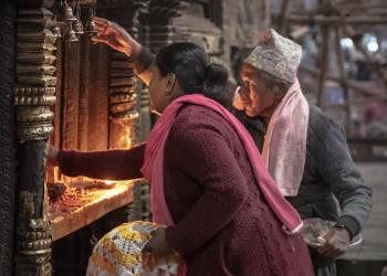 Gläubige im Temple, Kathmandu, Nepal