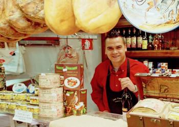 Geschäft mit typisch spanischen Lebensmitteln