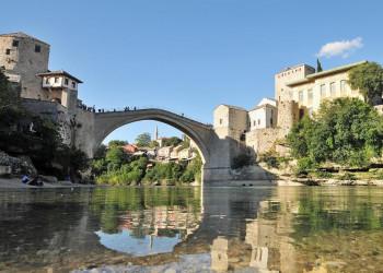 Die alte Brücke in Mostar in Bosnien-Herzegowina