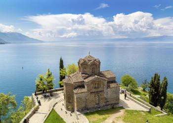 Die Jovan-Kaneo-Kirche am Ohridsee in Nordmazedonien