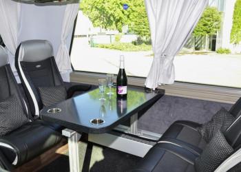 Lounge im Komfortbus
