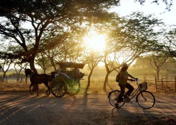 Die Pagoden von Bagan erkunden wir auch mit der Kutsche.