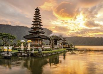 Abendstimmung am Tempel Ulun-Danu auf Bali