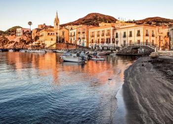 Hafen von Lipari, eine der Äolischen Inseln