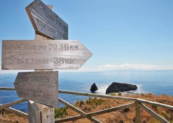 Blick auf die Küste vor den Azoren