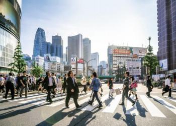 Belebte Kreuzung in Tokio