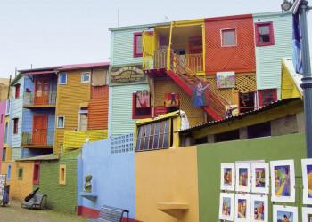 Typische bunte Häuser im Stadtviertel La Boca in Buenos Aires