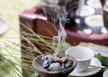 Weihrauch gehört auch zur Kaffeezeremonie