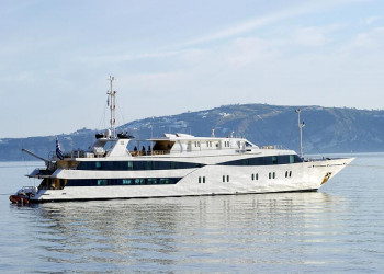 Die Motoryacht Harmony V in der griechischen Ägäis