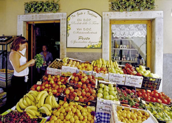 Bummeln Sie auf Ihrer Cinqueterre-Reise durch Vernazza.