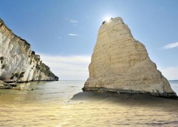 Unsere smart&small Reise führt an der Steilküste Apuliens entlang.