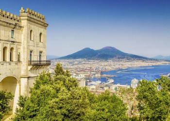 Der Golf von Neapel mit Vesuv in Italien